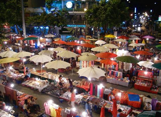 Ночной базар Чиангмая